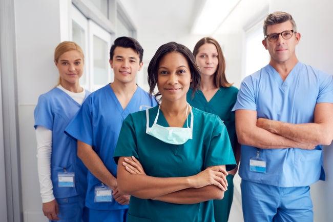 Des médecins en file