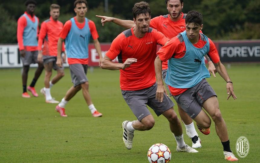 Milan fez o último trabalho no domingo, 26, e assim finalizou a preparação que visa o duelo contra o Atlético de Madrid, no San Siro.  Foto: Site Oficial do Milan