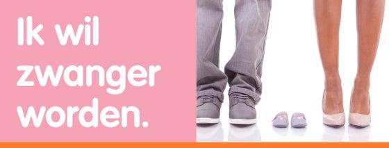 manen en vrouwen benen tussenin twee lege kinderschoentjes