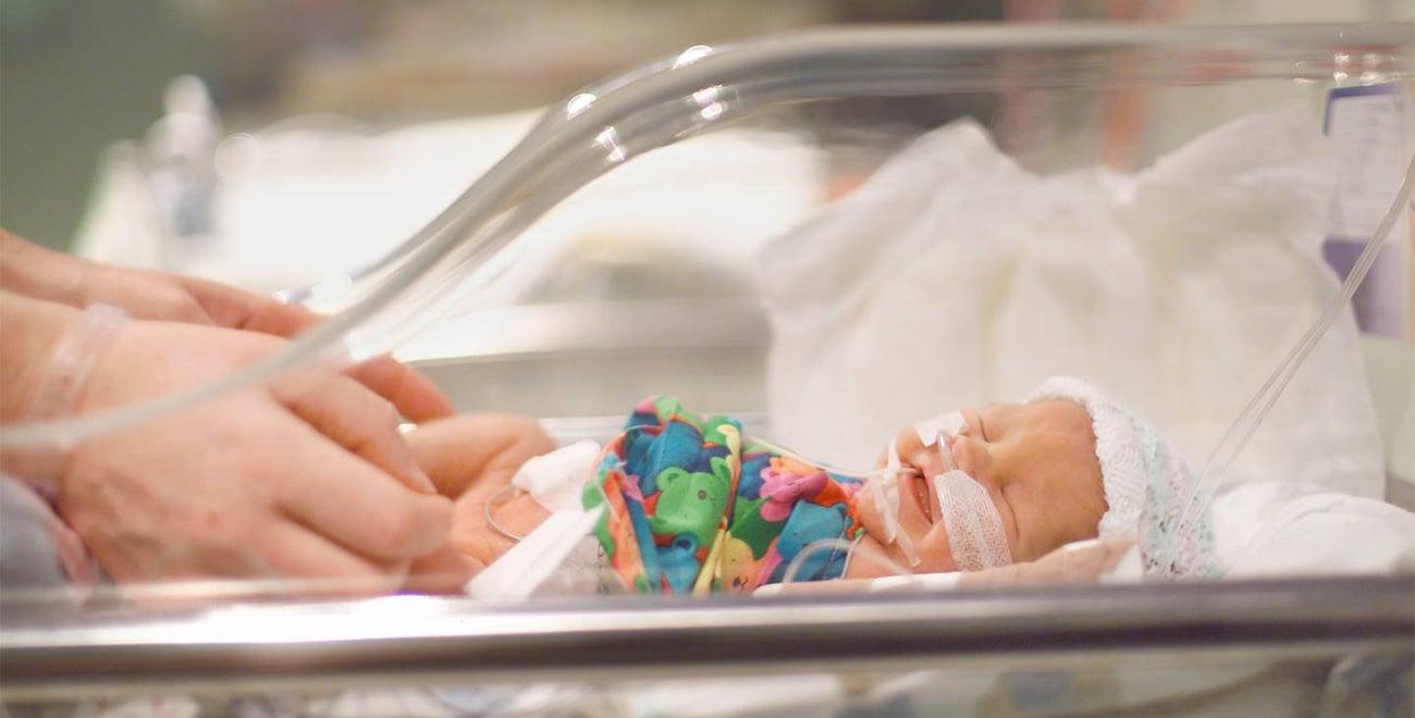 Baby op de high care