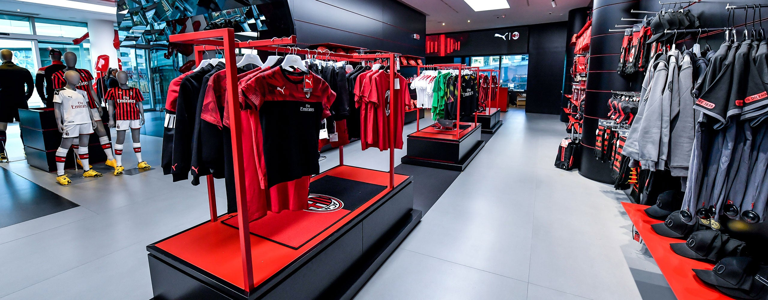 The Official Store in Casa Milan