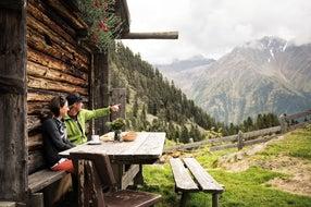 Rast-mit-Aussicht © TVB-Stubai-Tirol Foto Andre Schoenherr