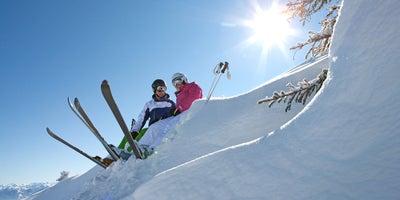 Skifahrer im Tiefschnee © SalzburgerLand Tourismus