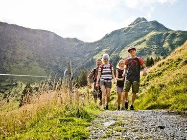 Familie-Wandern-Saalbach-Hinterglemm © saalbach.com Foto Mirja Geh