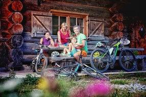 Genussradeln-Familie-Rast-Nassfeld © nassfeld.at