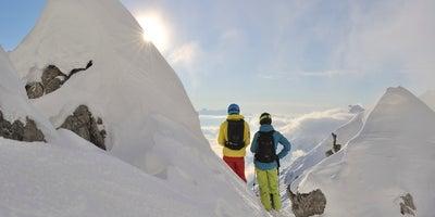 Skifahrer-am-Gipfel-bei-St-Anton-am-Arlberg © Oesterreich-Werbung Foto Josef Mallaun