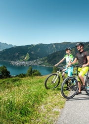 Radfahren mit Blick auf den Zeller See, in Zell am See-Kaprun  © Zell am See-Kaprun