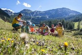 Mit Spaß und Spiel die Natur entdecken © zauchensee.com