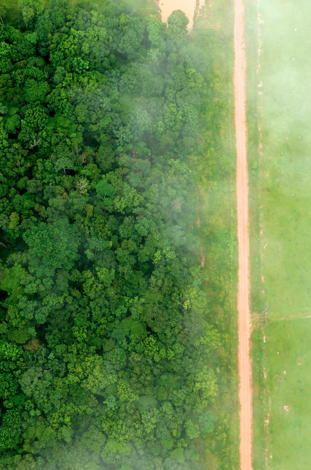 Deforestation: A bird's eye view shows the contrast between forest and agricultural landscapes near Rio Branco, Acre, Brazil.  Photo by Kate Evans/CIFOR
