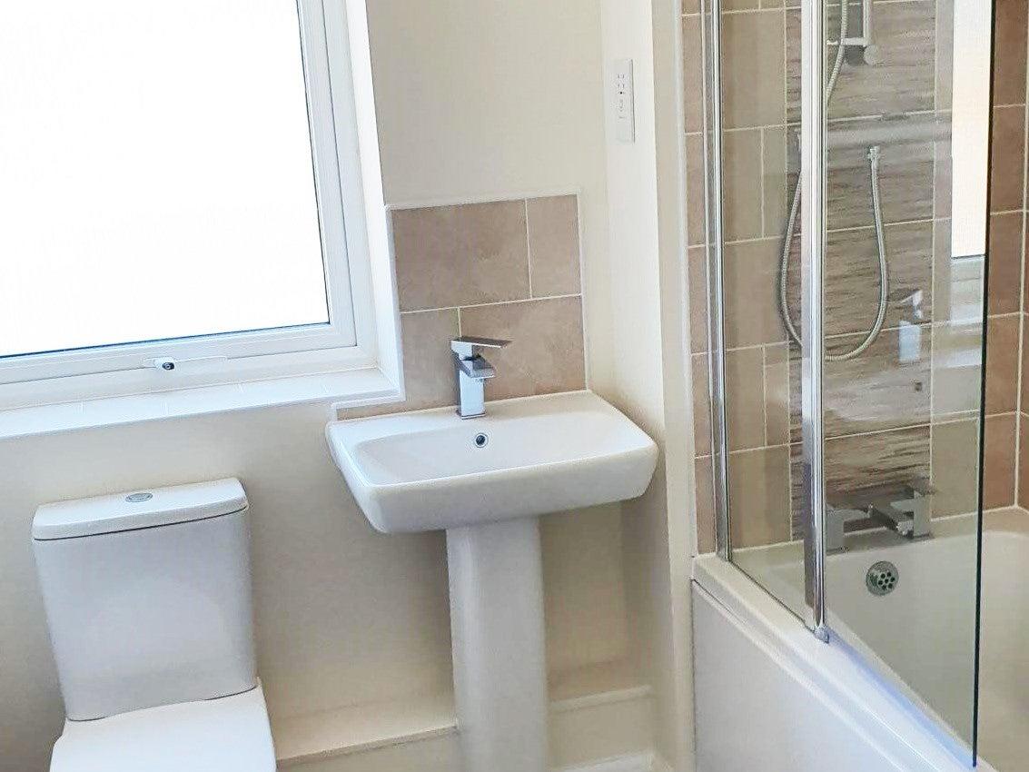 Canalside PH3 bathroom