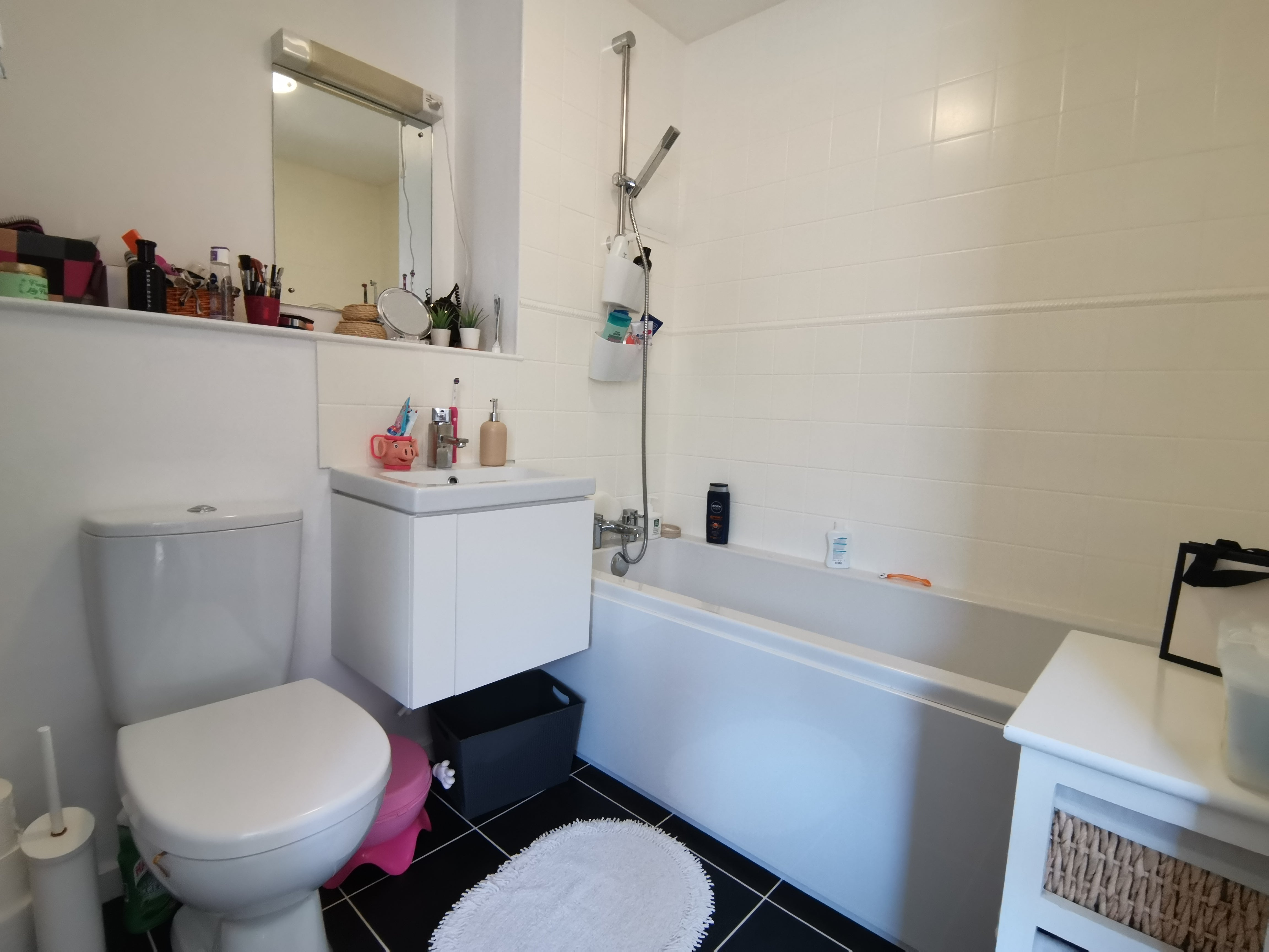 Flat 12 Heathcote Court, Heathcote Road - Bathroom