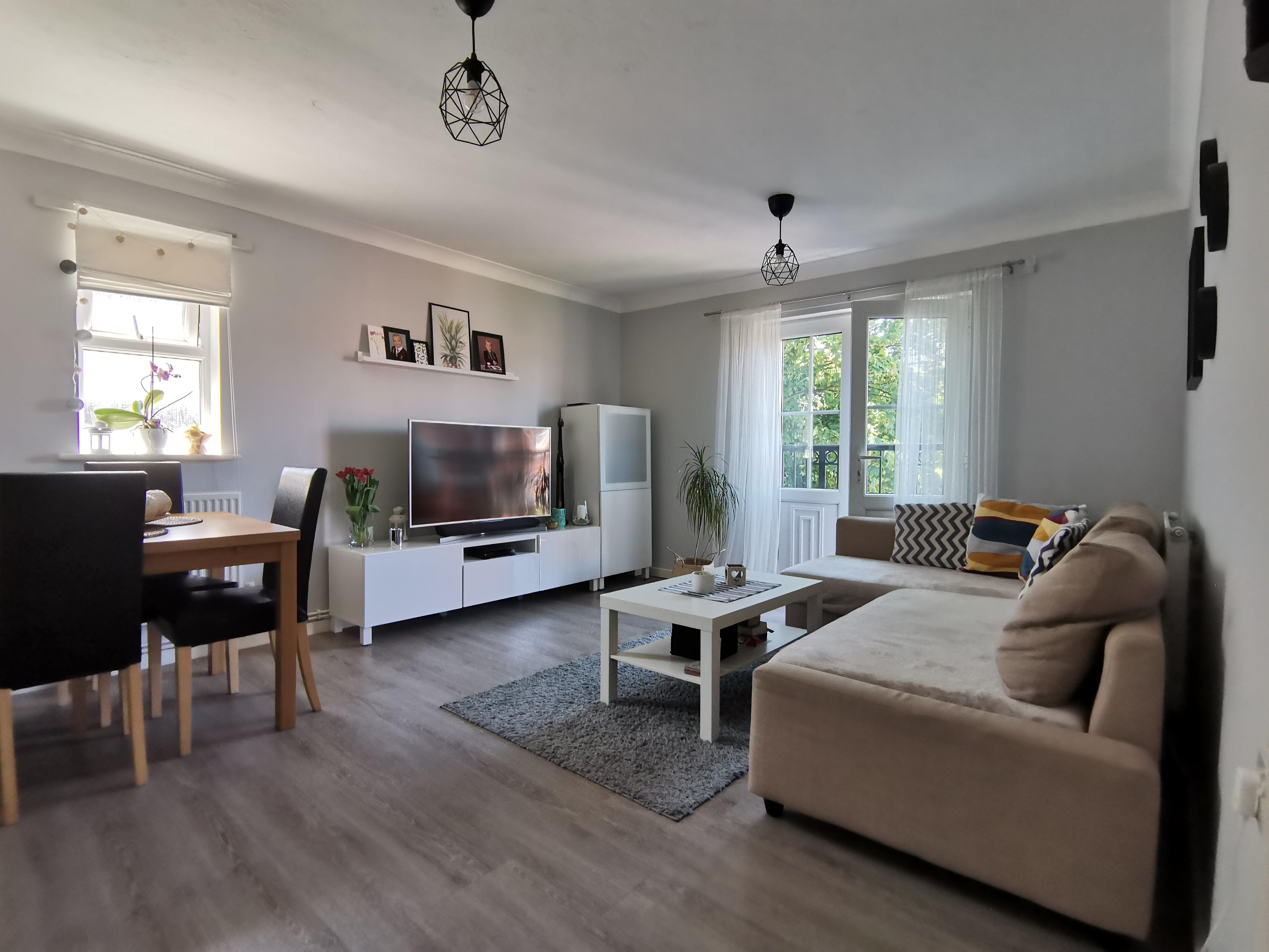 Flat 12 Heathcote Court, Heathcote Road - Living room