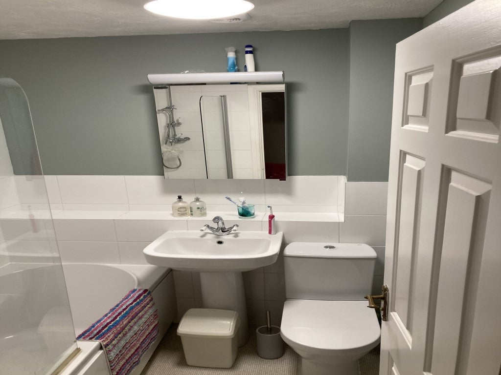 27 Lancer Close - Bathroom