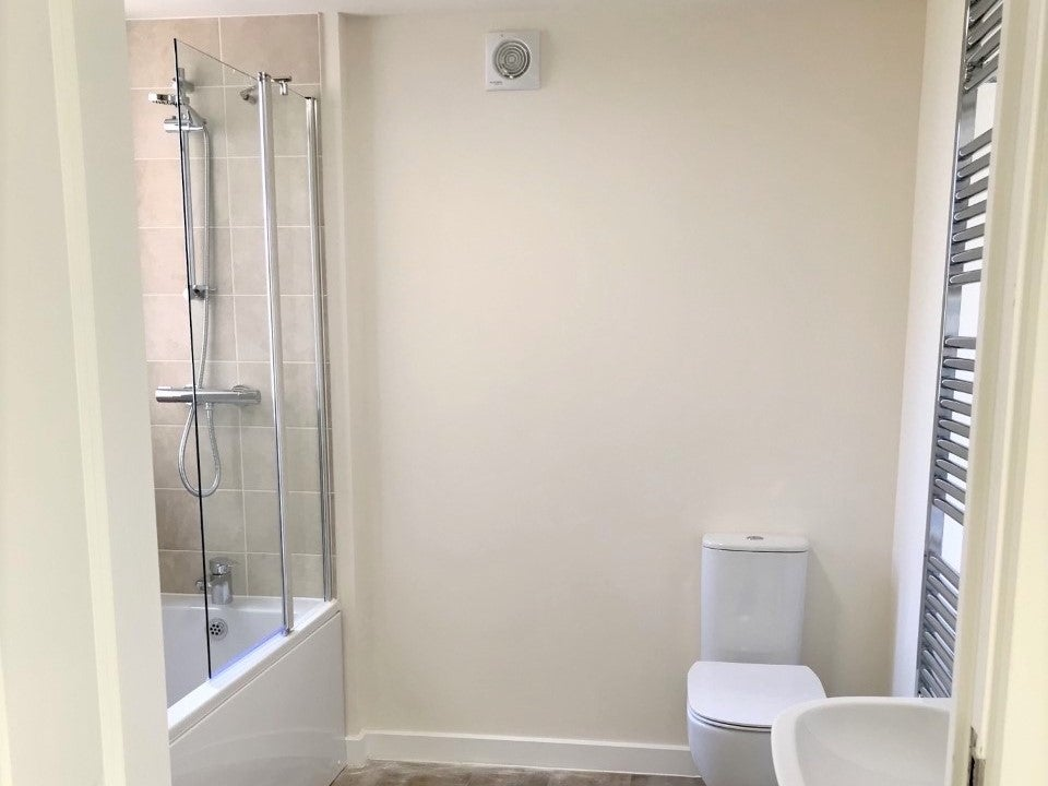Canalside plot 60 bathroom