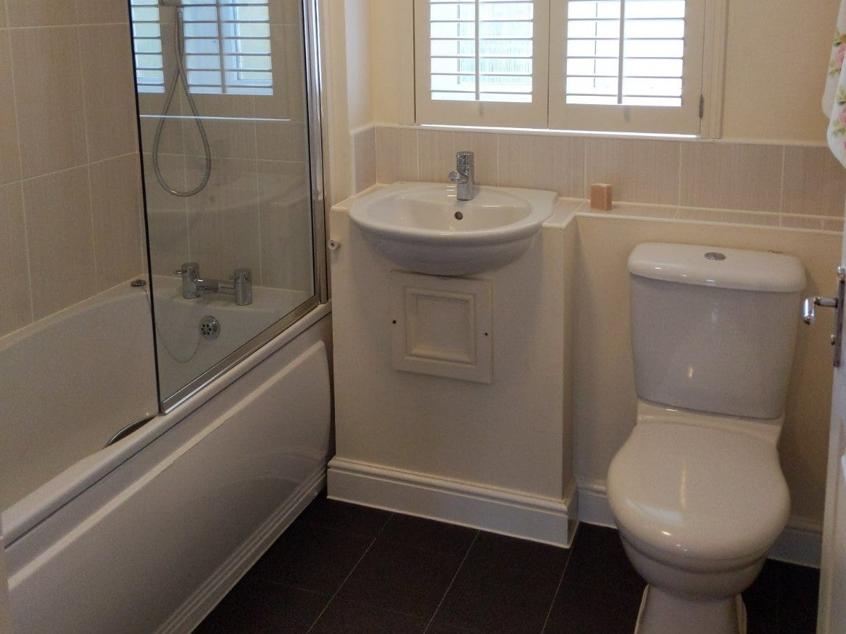 1 Coneygar Fields, Steeple Aston - Bathroom
