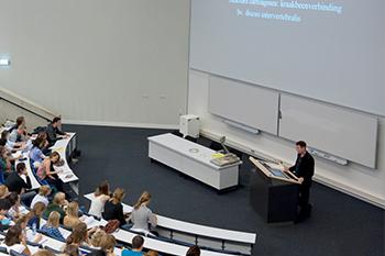 Stemsysteem in gebruik tijdens een college