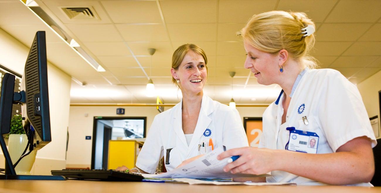 Arts en verpleegkundige in overleg