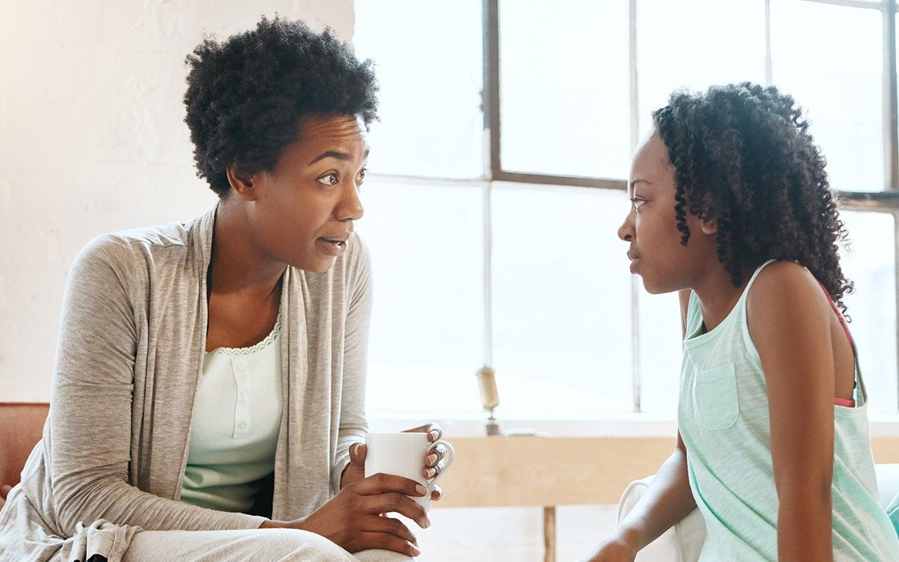 Ouder in gesprek met kind
