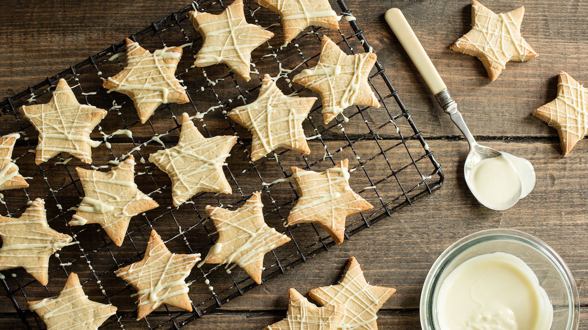 Vanilla-Star-Biscuits_Main.jpg