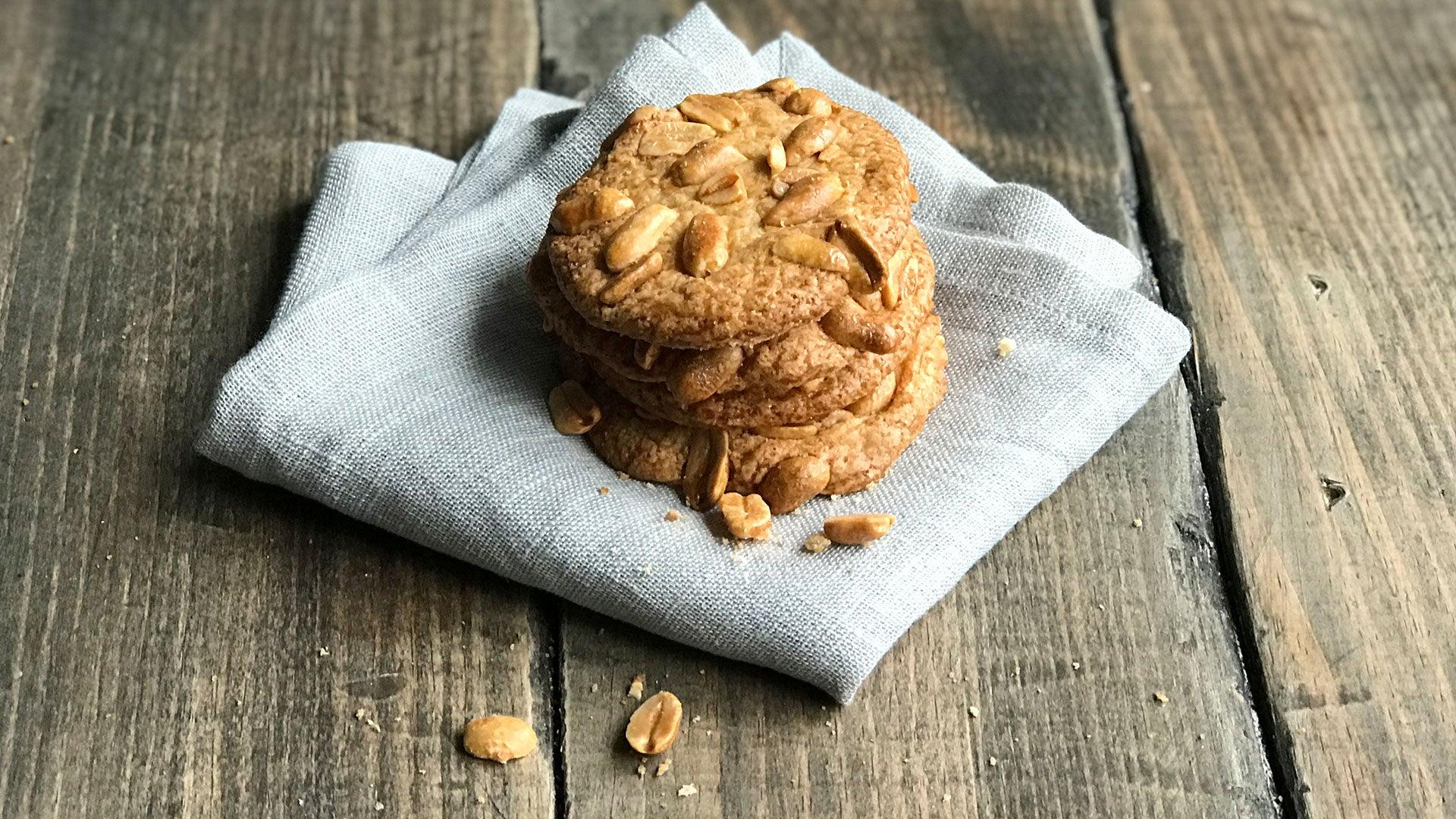 Crunchy-Peanut-Butter-Cookies_Header.jpg