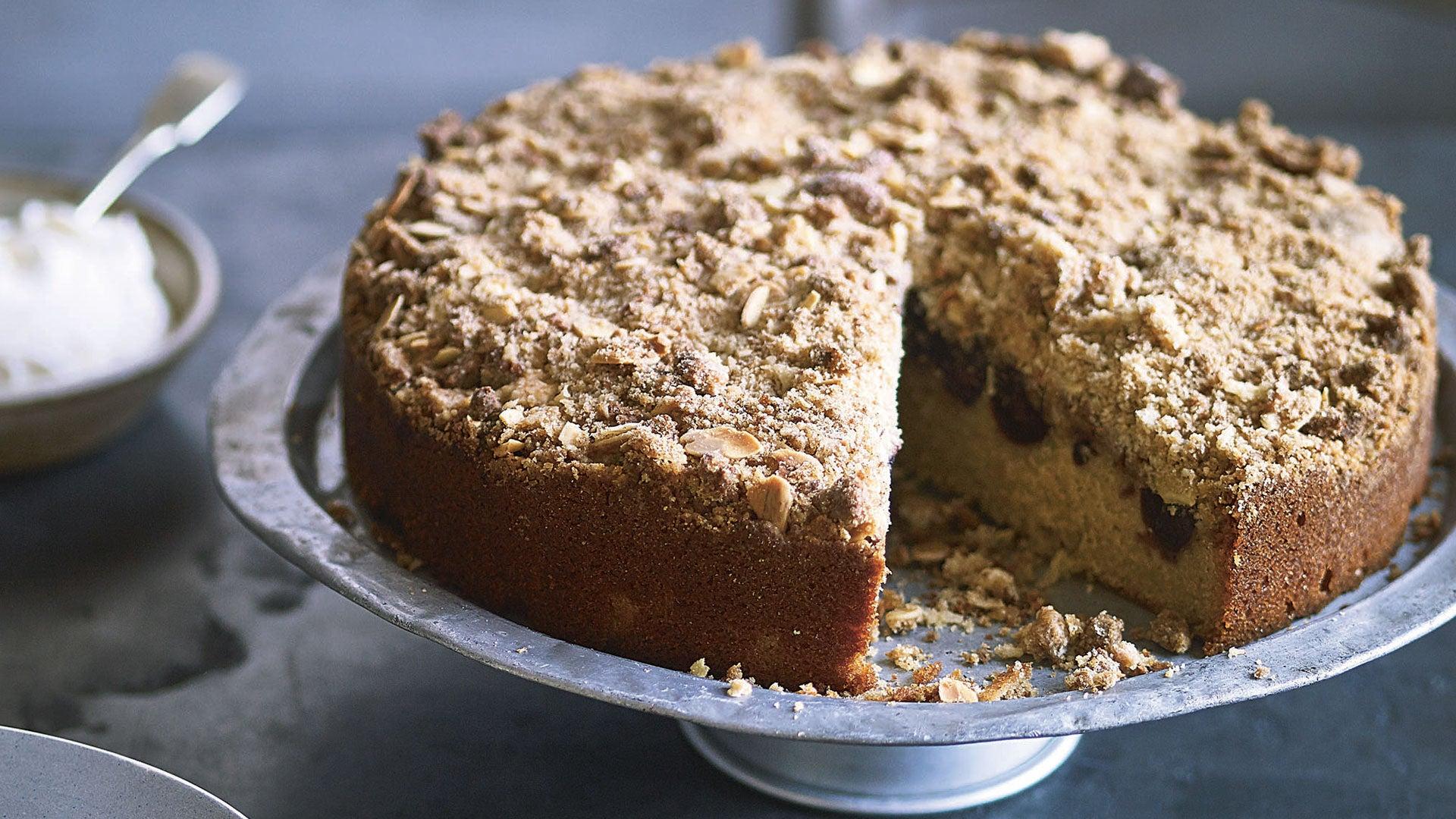 Cherry-Amaretti-Crumble-Cake_Header.jpg