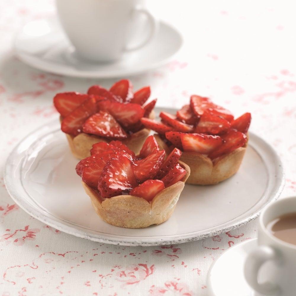1-Glazed-strawberry-tarts-with-elderflower-cream-web.jpg
