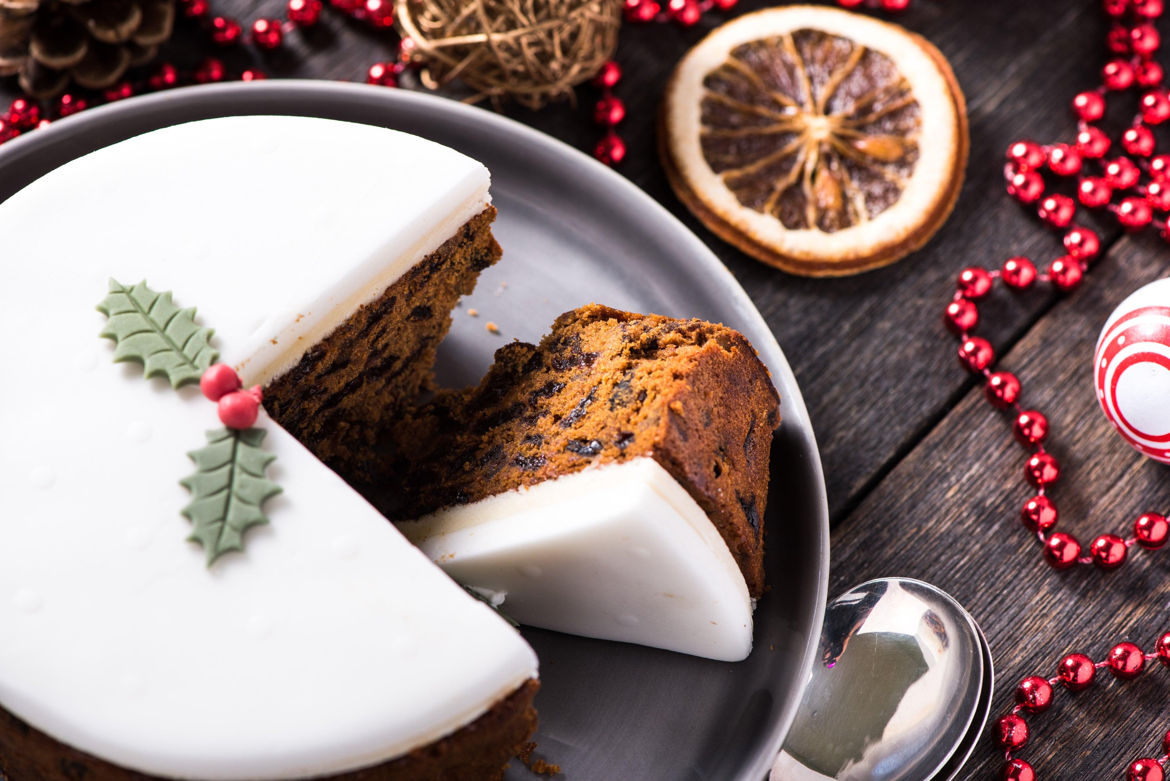 White-Christmas-Cake.jpg
