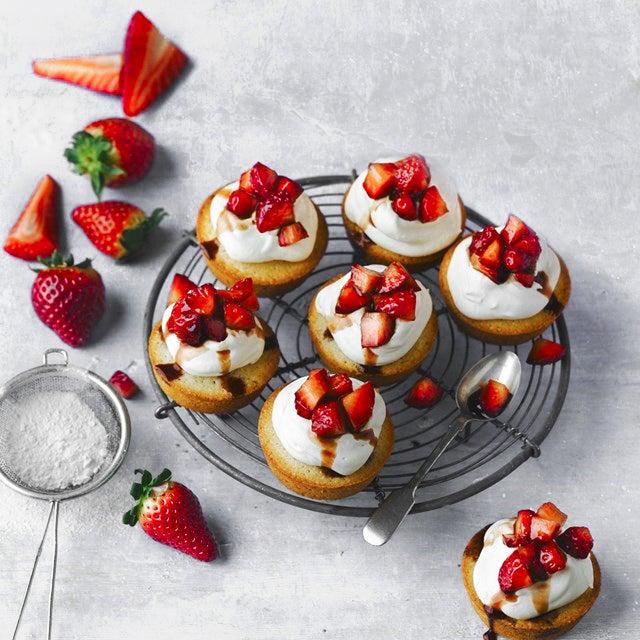mini-summer-courting-cakes.jpg