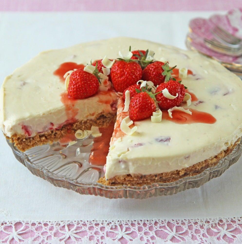 1-White-chocolate-and-strawberry-cheesecake.jpg