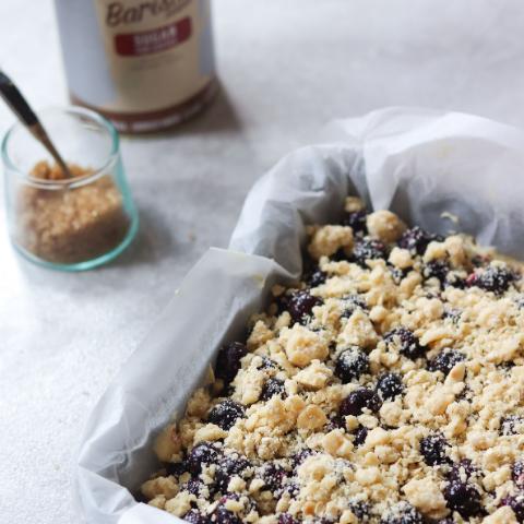Hazelnut-Blueberry-Crumble-Cake.png