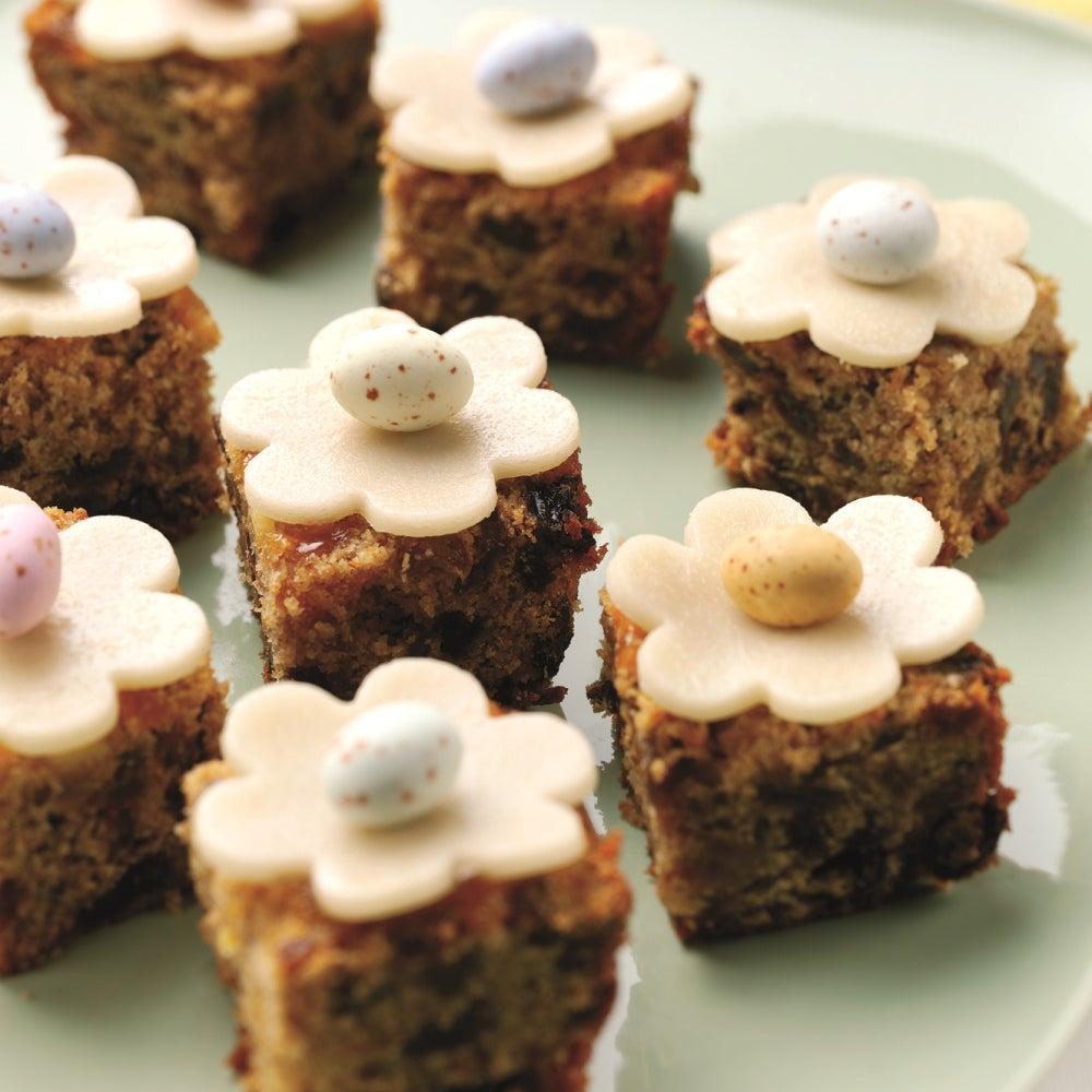 1-mini-simnel-cakes.jpg