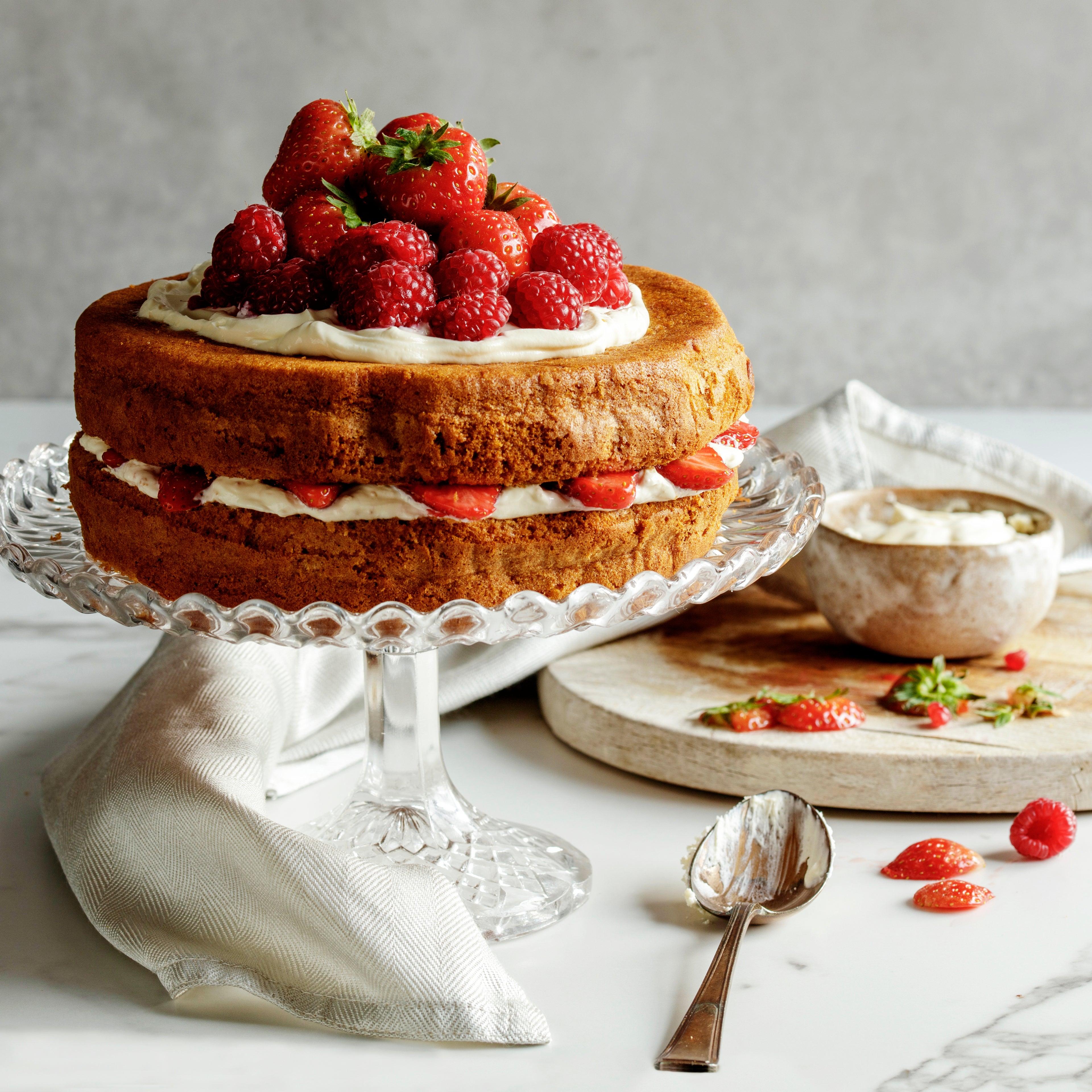 Billington-s-Honey-Stem-Ginger-Cake-Showstopper-(1).jpg