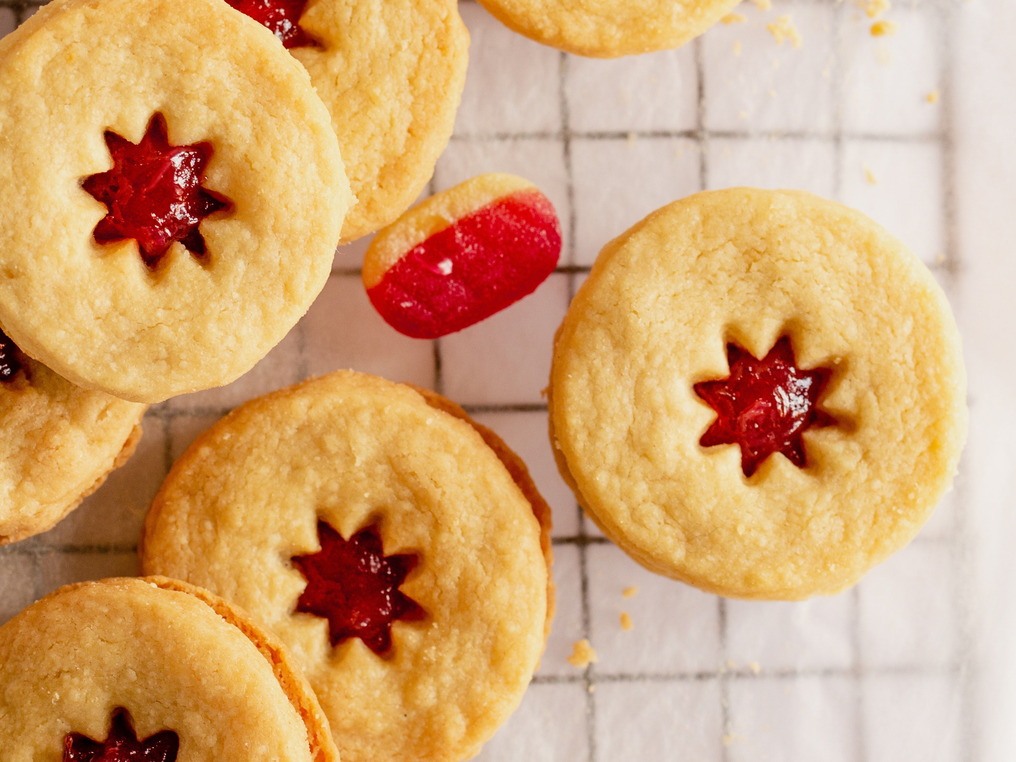 Close up of 5 jammy dodgers with sweet