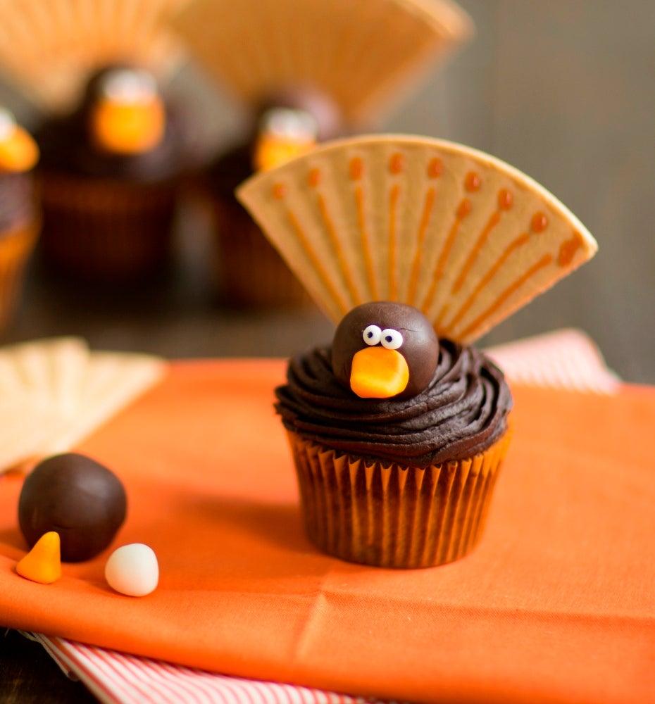 1-Thanksgiving-turkey-cupcakes-2-WEB.jpg