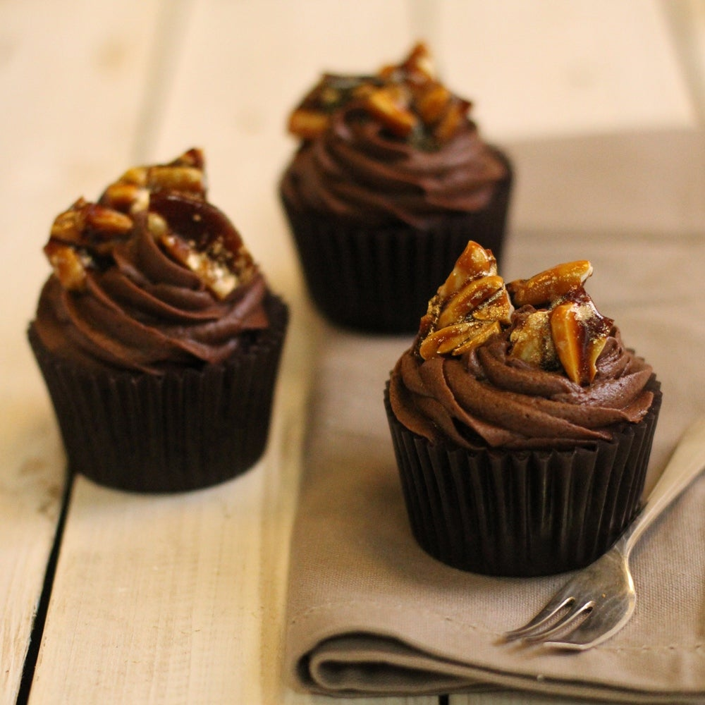 1-Chocolate-Cupcakes-with-gold-praline-web.jpg
