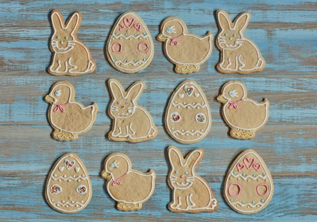 1-Colourful-easter-biscuits-web.jpg