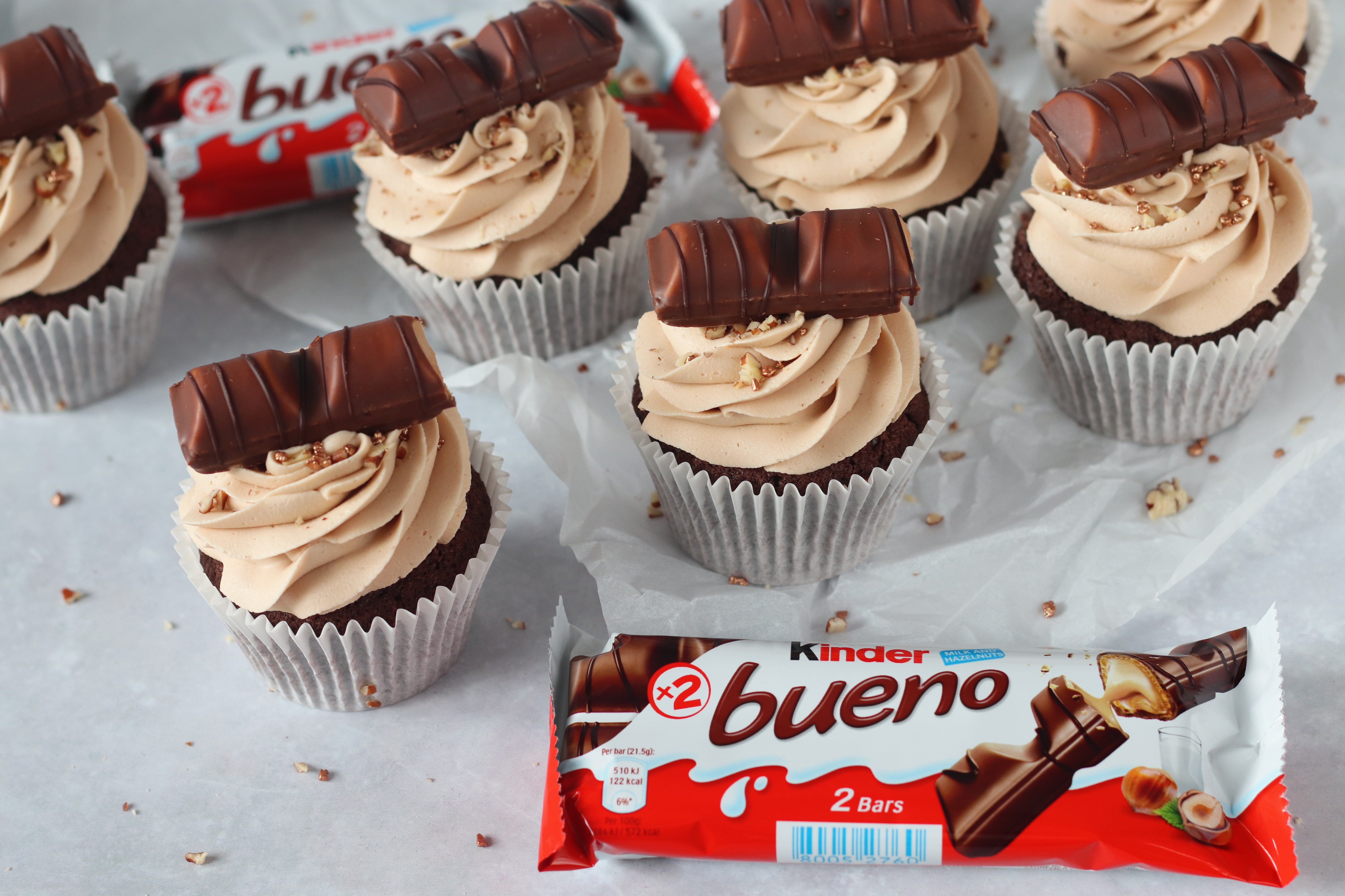 Kinder Bueno Cupcakes in row with chocolate bar