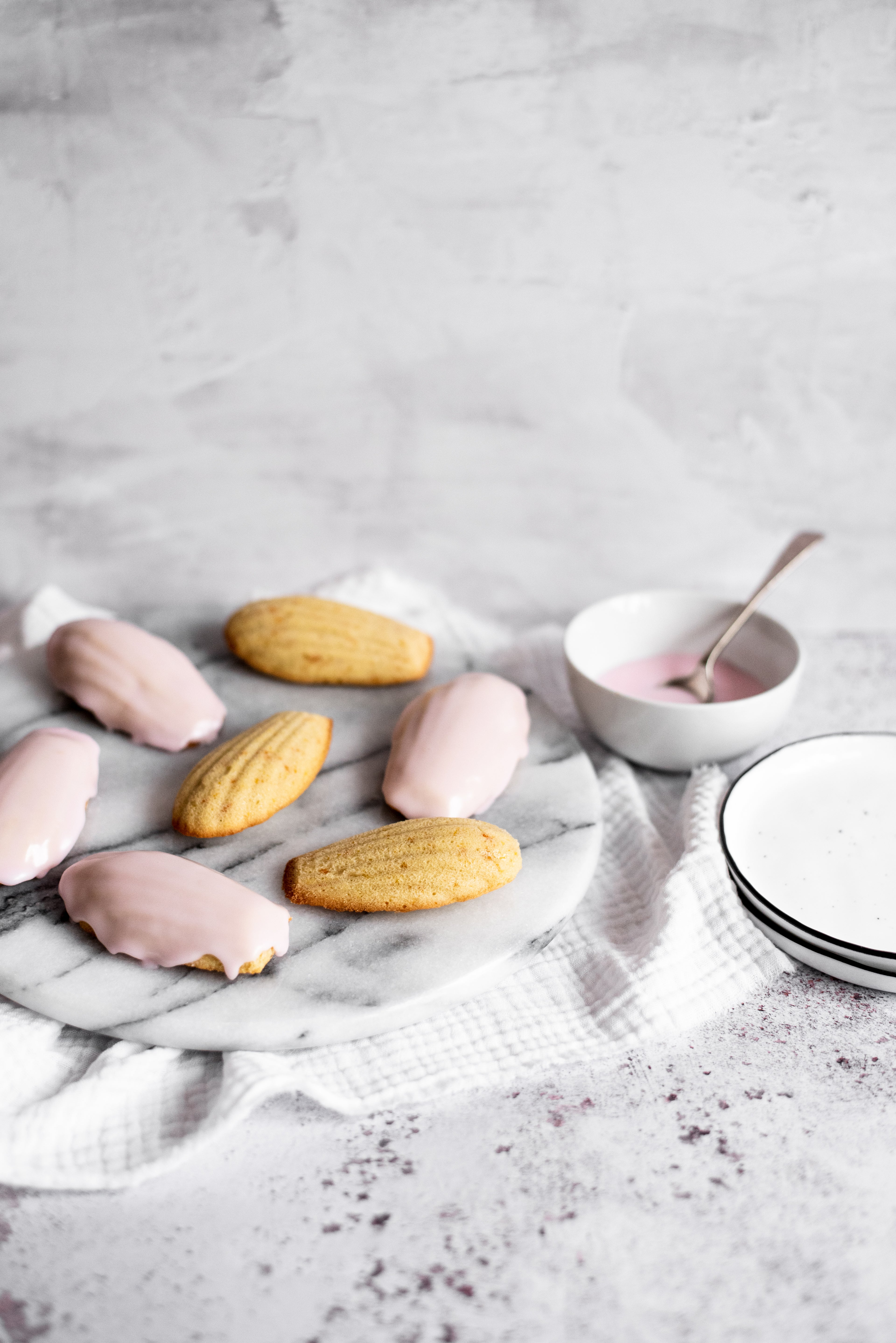 Madeleine sponge cakes with pink icing