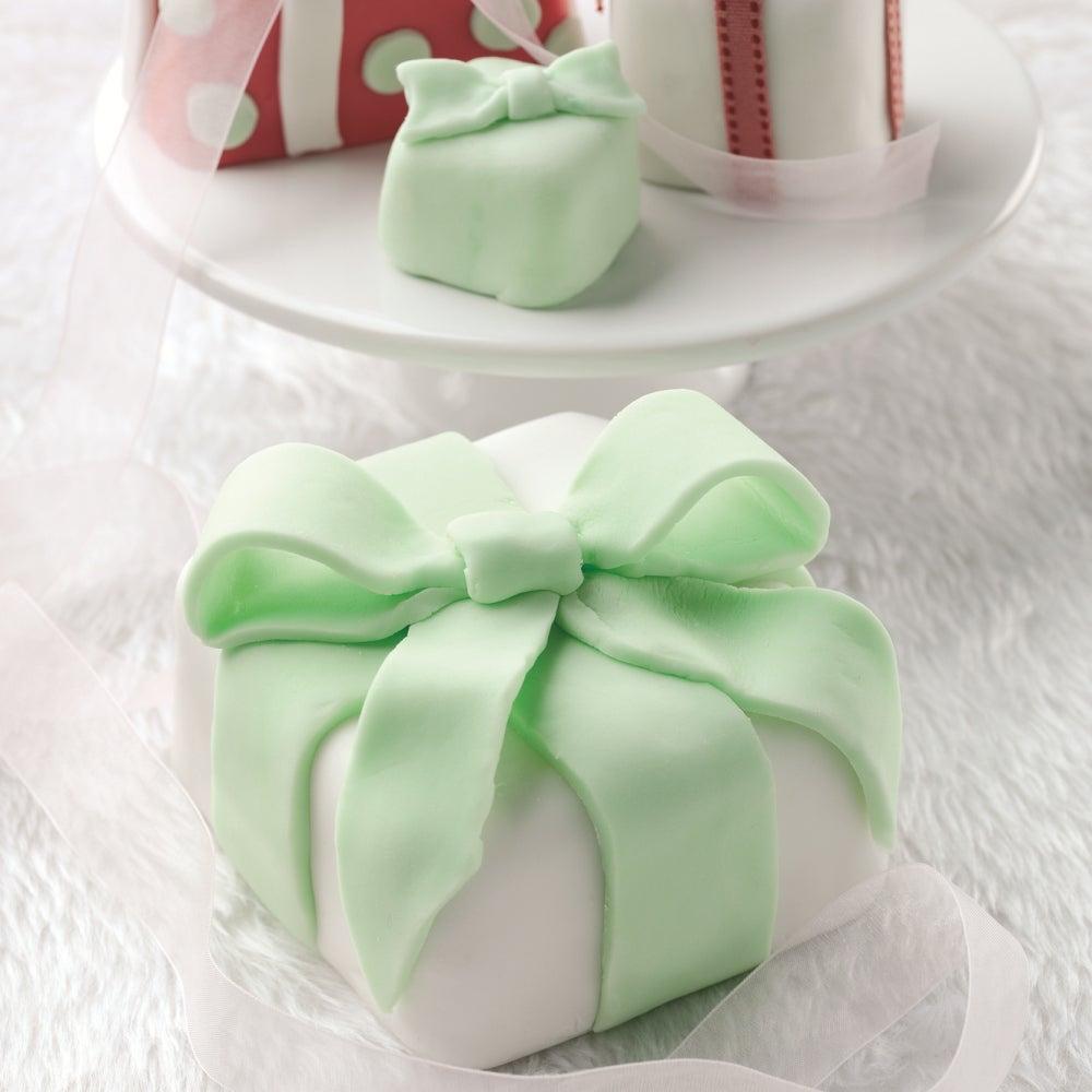 1-christmas-cake-parcels.jpg