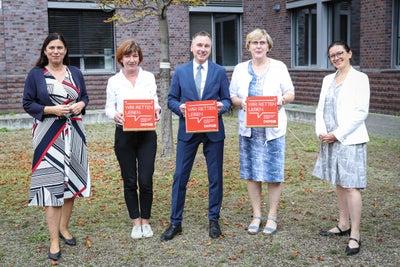 v.l. Sandra Scheeres, Wenke Reimer, Jürgen Dietrich, Sibylle Kucharzewski, Konstanze Burkard