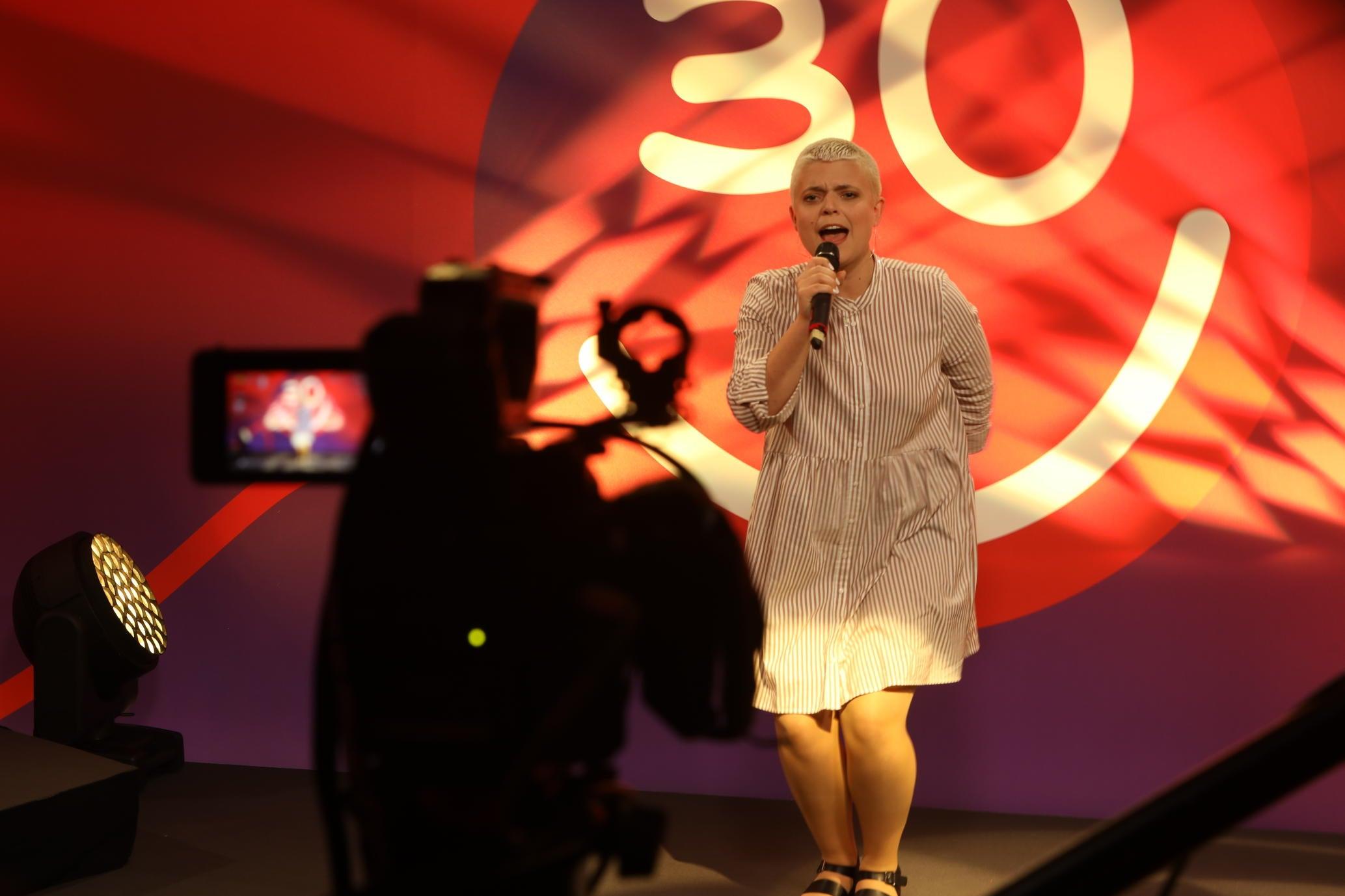 Mickela Löffel auf der Bühne