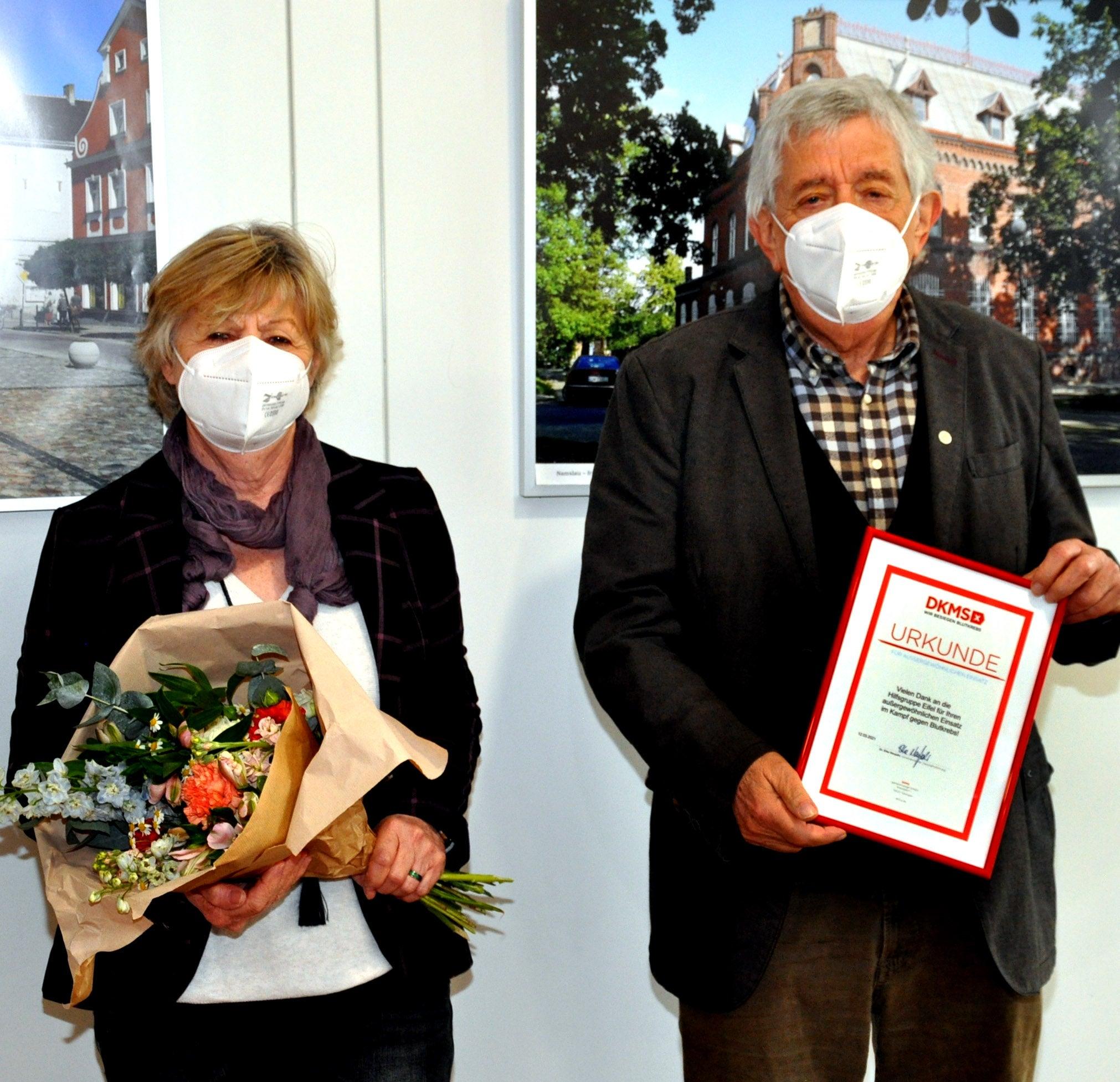 Der Gründer und Vorsitzende Willi Greuel (rechts) begann 1988 mit Unterstützer:innen damit, Kinder aus den verseuchten Gebieten rund um Tschernobyl in ihren Ferien zu Erholungsurlauben in die Eifel einzuladen