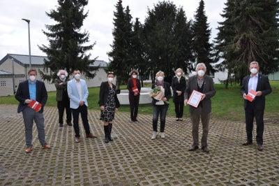 Scheckübergabe von 100.000 Euro der Hilfsgruppe Eifel an die DKMS