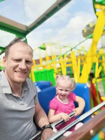 Der ehemalige Leichtathlet Marc Blume mit seiner Tochter Feelia