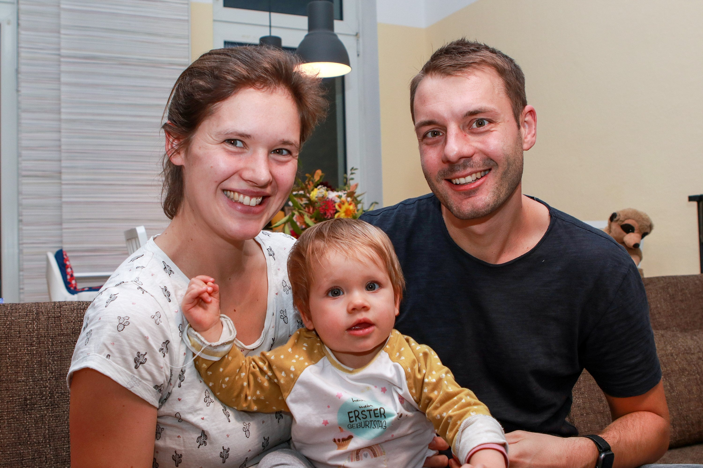 Die Familie ist voller Hoffnung und Zuversicht