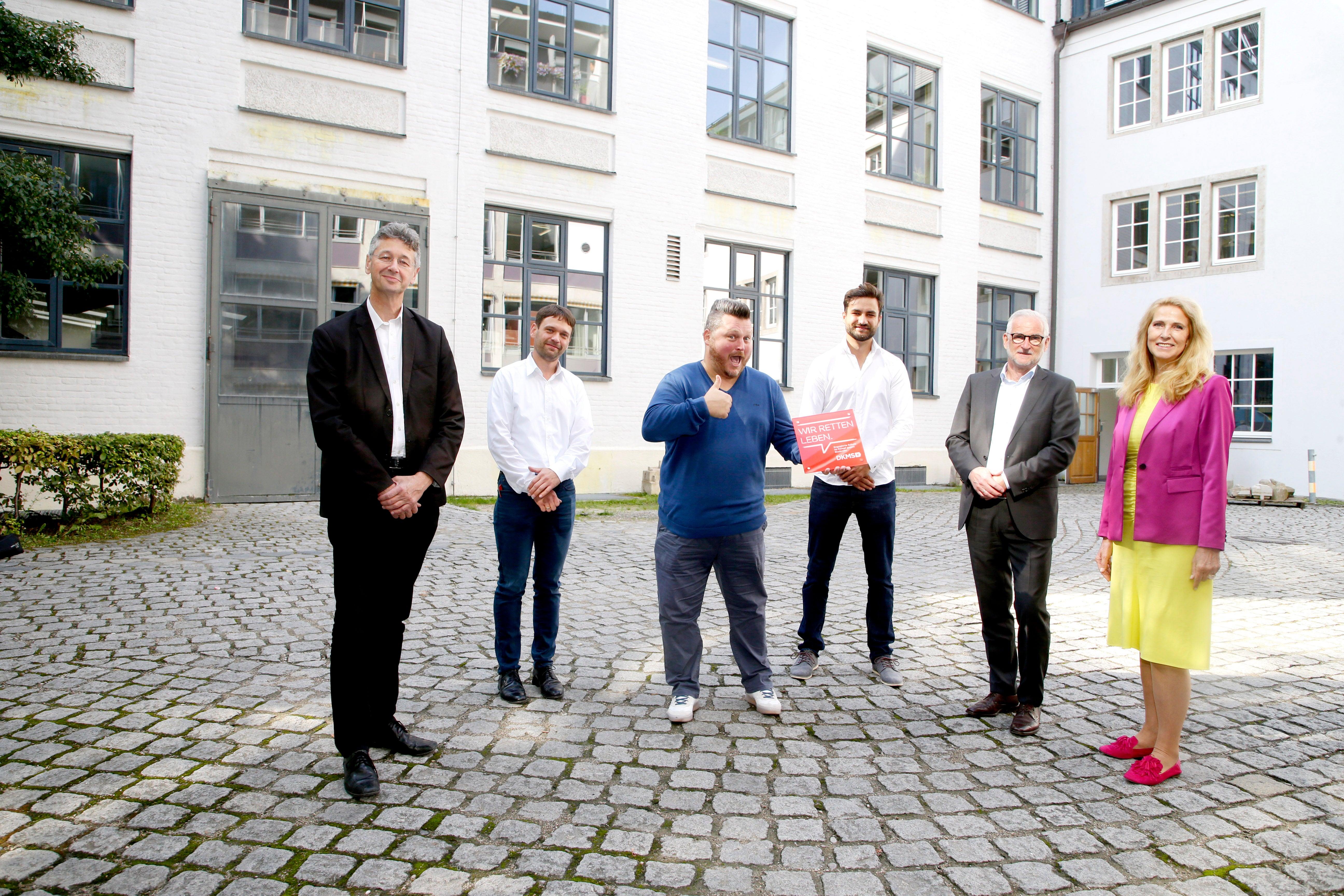 Dr. Elke Neujahr und Prof. Dr. Michael Piazolo mit den Vertretern des Städtischen Berufsschulzentrums für das Bau- und Kunsthandwerk München