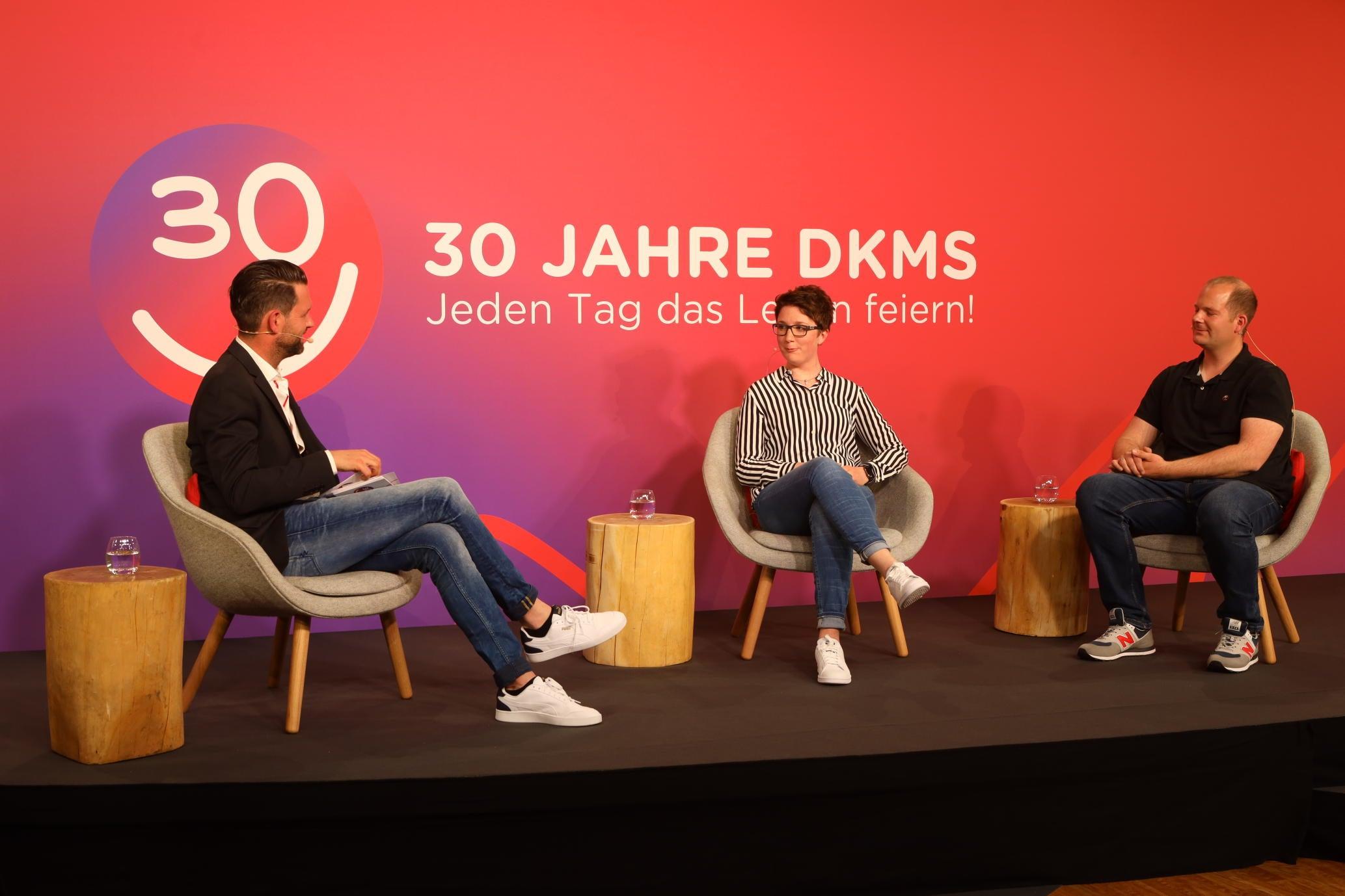 Vanessa Krockenberger mit ihrem Spender Marcus Fellbaum im Gespräch mit Matthias Killing