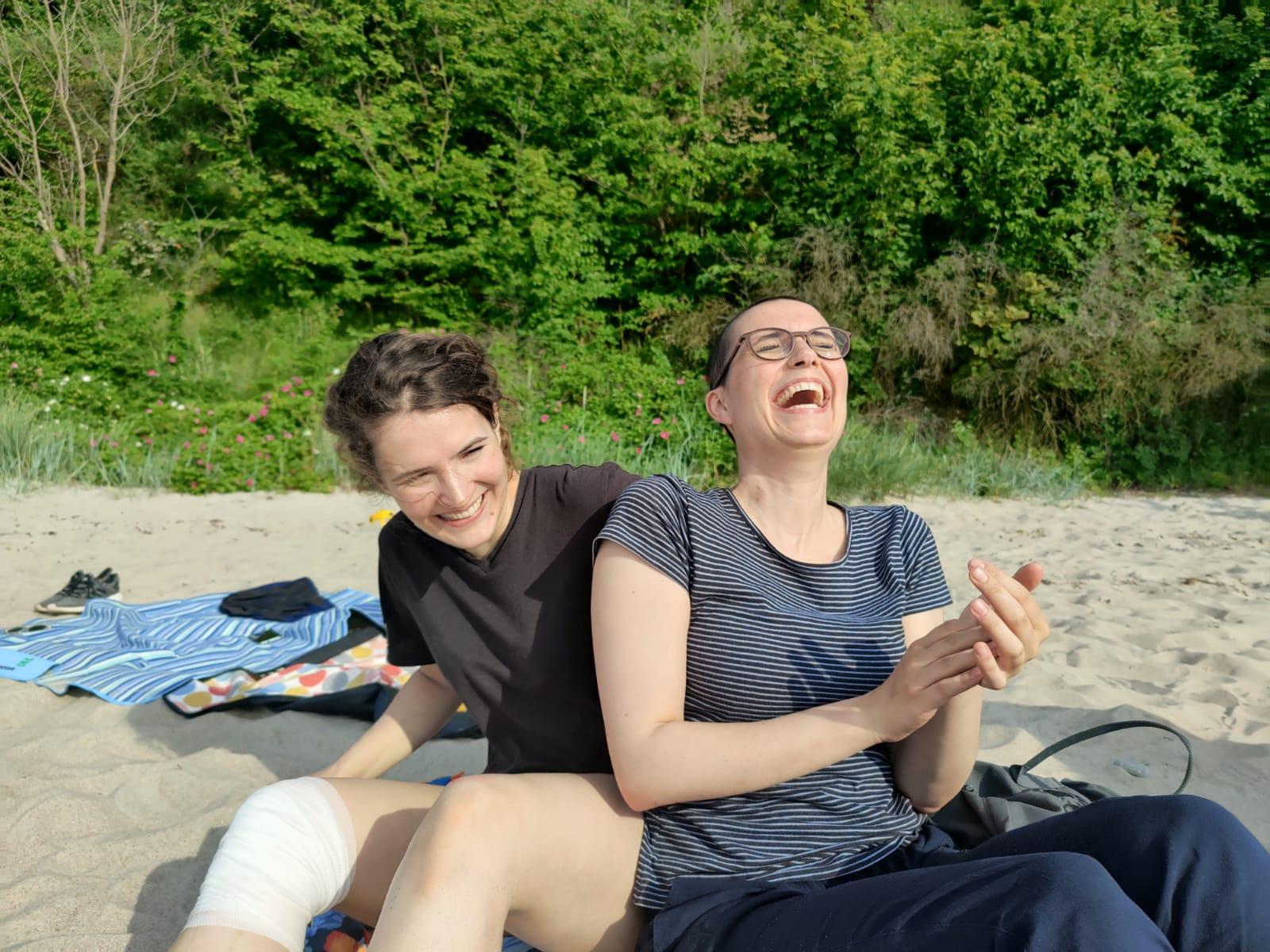 Jana (rechts) mit ihrer Schwester