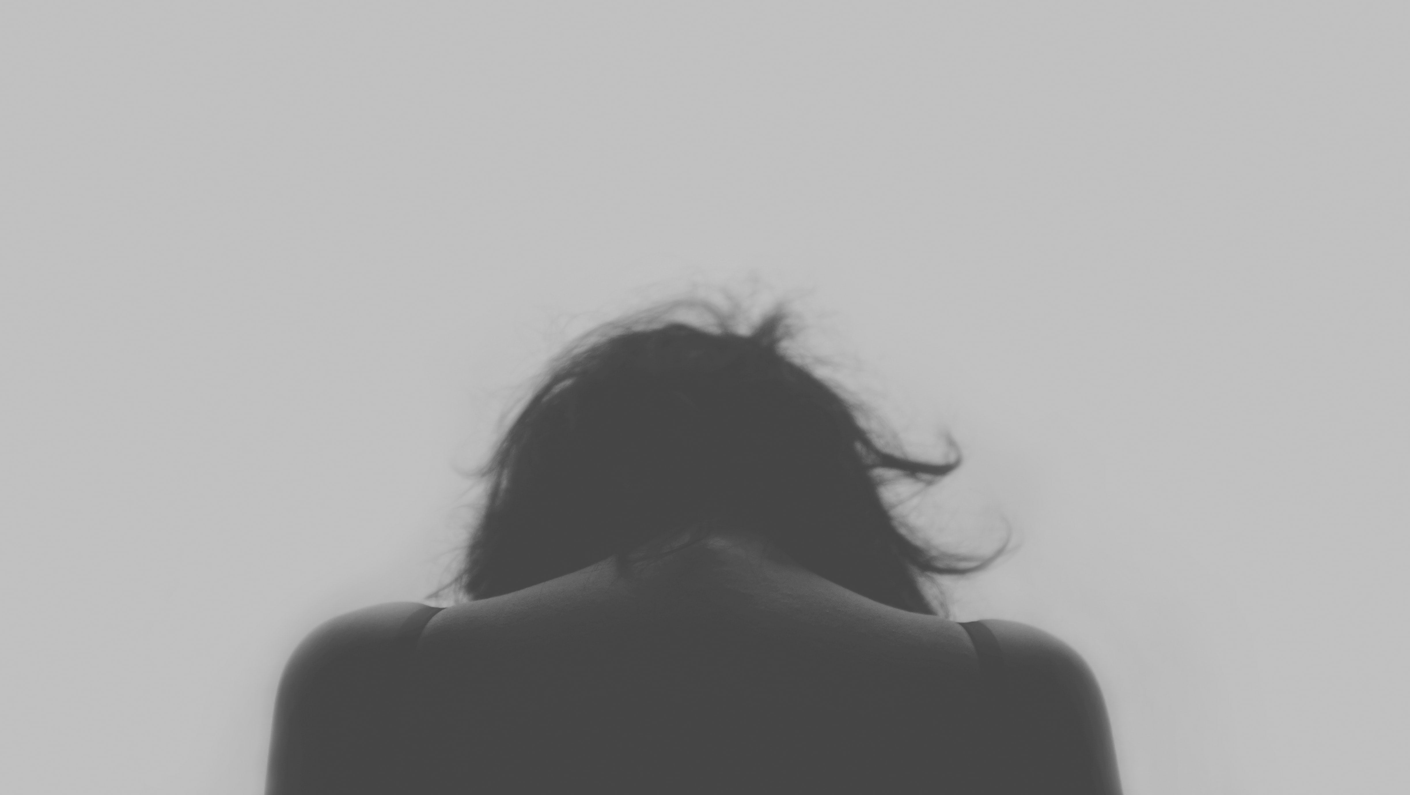 Female head from behind in black and white