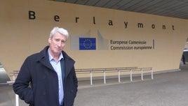 Jeremy Paxman outside of Berlaymont